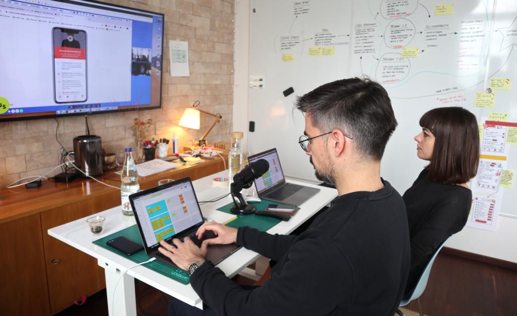 Tim Hoefer interviews a user during a Design Sprint